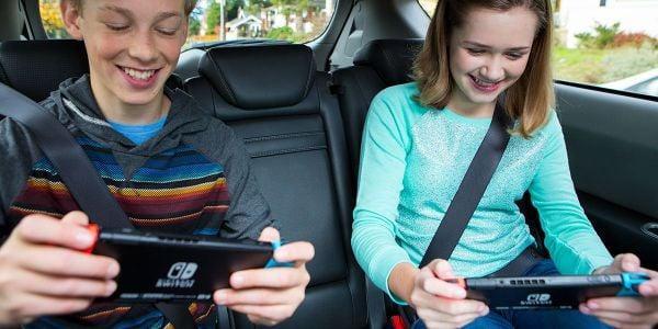 Banner for a Play Nintendo opinion poll on roadtrip partners. Original filename: <tt>2x1-Play_together_poll_1.0290fa98.jpg</tt>